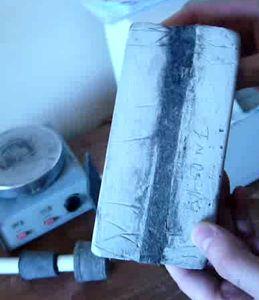 Заделка шва между ванной и стеной плиточным клеем